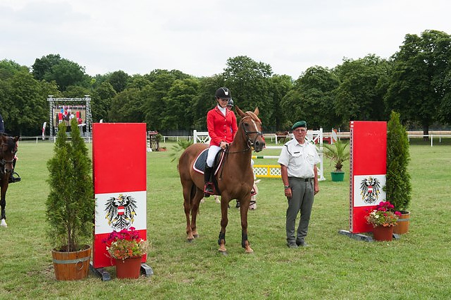 Johanna Sixt gewinnt das Maria Theresia Derby 2014