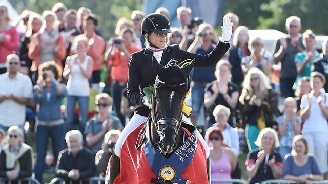 Reitsport-Nachrichten.eu Dorothee Schneider mit Sezuan