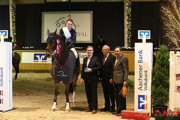 Maximilian Lill gewinnt Großen Preis der Aachener Bank