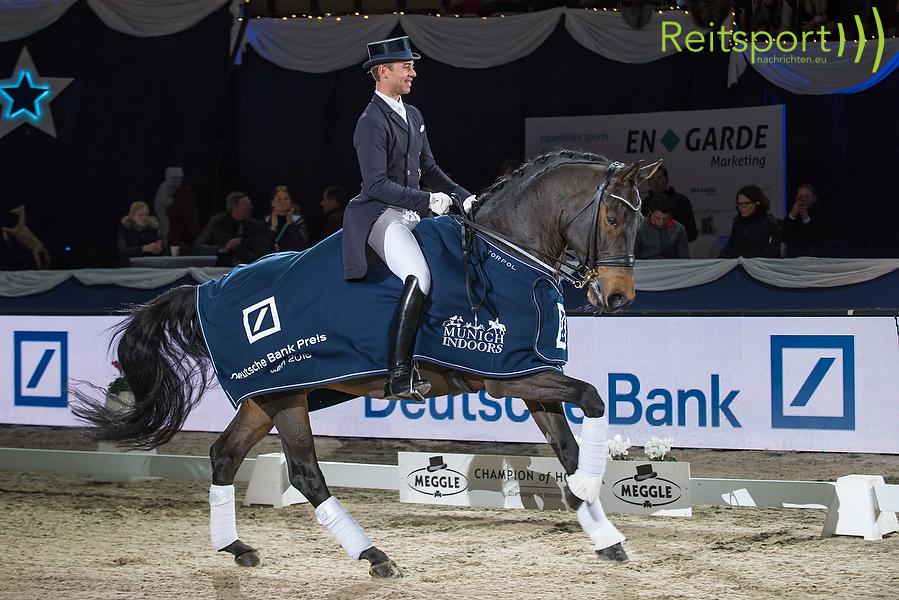 Benjamin Werndl (GER) Famoso OLD siegt im Grand Prix Special © CMS-MEDIEN.EU